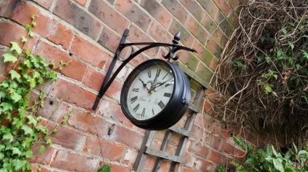 Outdoor Station Clock