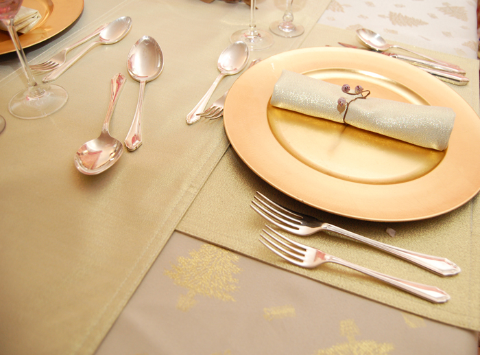 Gold Christmas Shimmer Table Setting Roman At Home